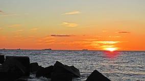 Solnedgång på den Östersjön kusten Royaltyfri Foto