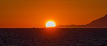 Solnedgång på den Aegean kusten Arkivfoton