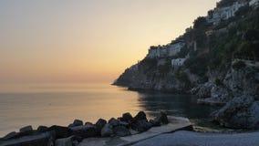 Solnedgång på den Amalfi kusten Arkivfoton