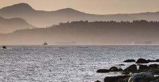 Solnedgång på den andra stranden Arkivfoton