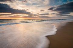Solnedgång på den atlantiska kusten, Bisacarosse, Frankrike arkivfoton