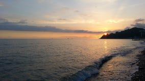Solnedgång på den Black Sea kusten Arkivbilder