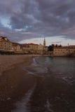 Solnedgång på den Budva stranden arkivfoton