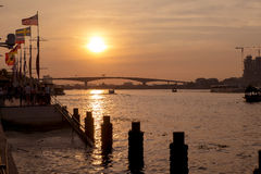 Solnedgång på den Chaopraya floden Fotografering för Bildbyråer