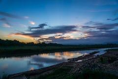 Solnedgång på den Chitwan nationalparken Fotografering för Bildbyråer