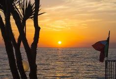 Solnedgång på den Citara kusten Arkivbild