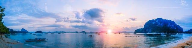 Solnedgång på den Corong Corong stranden, El Nido, Palawan, Filippinerna Arkivfoto