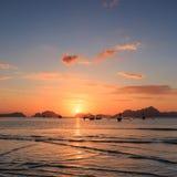 Solnedgång på den Corong Corong stranden, Palawan, Filippinerna arkivfoton