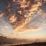 Solnedgång på den Destin stranden i Florida Arkivbilder