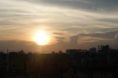 Solnedgång på den Dhaka staden Royaltyfria Foton