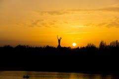 Solnedgång på den Dnieper floden Royaltyfri Bild