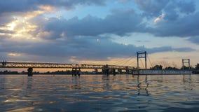 Solnedgång på den Dnieper floden i Kherson, Ukraina Arkivbild