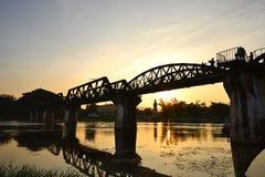 Solnedgång på den flodKwai bron Fotografering för Bildbyråer
