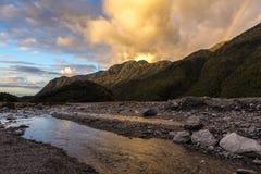 Solnedgång på den franz josef glaciären arkivfoton