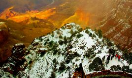 Solnedgång på den Grand Canyon nationalparken under vinter royaltyfria bilder