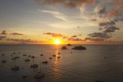 Solnedgång på den Gustavia hamnen, St Barts, franska västra Indies arkivfoton