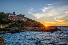Solnedgång på den härliga villan Royaltyfri Bild