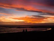 Solnedgång på den hawaianska stranden Arkivfoton