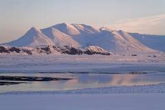 Solnedgång på den icelandic fjorden Royaltyfria Foton