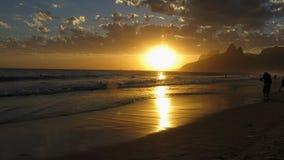 Solnedgång på den Ipanema stranden, Rio de Janeiro