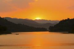 Solnedgång på den Kaeng Krachan nationalparken Fotografering för Bildbyråer