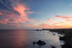 Solnedgång på den Kalifornien kusten, duvapunktfyr Royaltyfri Bild