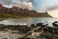 Solnedgång på den Kogel fjärden - Cape Town Royaltyfria Bilder