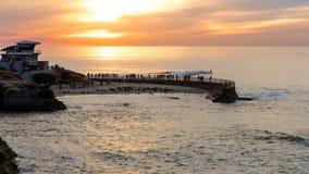 Solnedgång på den La Jolla lilla viken, San Diego, Kalifornien Royaltyfri Foto