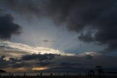 Solnedgång på den Laginha stranden i Mindelo Royaltyfri Bild