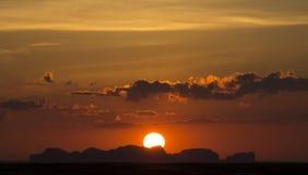 Solnedgång på den Lanta stranden arkivfoto