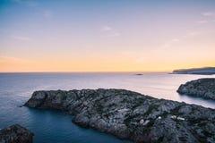Solnedgång på den Lock de Creus nationalparken, Costa Brava, Catalonia fotografering för bildbyråer