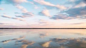 Solnedgång på den lugna sjön Fotografering för Bildbyråer