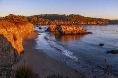 Solnedgång på den Mendocino kusten, Kalifornien royaltyfri fotografi