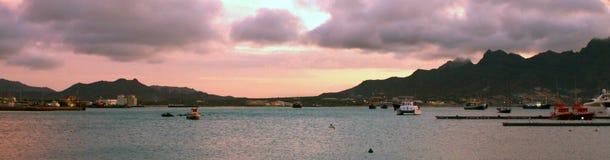 Solnedgång på den Mindelo fjärden Arkivbilder