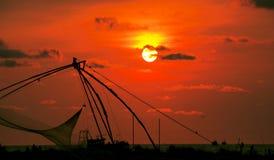 Solnedgång på den Munambam stranden, Kerala, Indien royaltyfria bilder