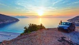 Solnedgång på den Myrtos stranden (Grekland, Kefalonia, det Ionian havet) Royaltyfri Fotografi