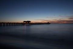 Solnedgång på den Naples pir i Florida Royaltyfria Foton