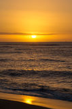 Solnedgång på den norr kusten av Oahu Royaltyfria Bilder