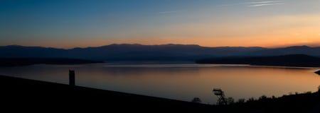 Solnedgång på den Ogosta behållaren Royaltyfri Bild