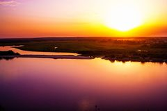 Solnedgång på den Oka floden Royaltyfri Fotografi