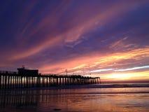Solnedgång på den Pismo stranden Royaltyfri Bild