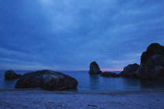 Solnedgång på den Piso Krioneri stranden Parga Grekland Royaltyfri Foto