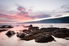 Solnedgång på den Sombrio stranden Arkivfoto