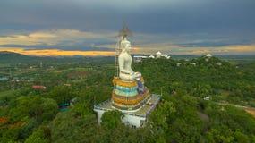 solnedgång på den stora Buddha av Wat Nong Hoi Royaltyfria Foton