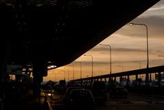 Solnedgång på den Suvannabhumi flygplatsen i Bangkok, Thailand Arkivfoto