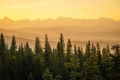 Solnedgång på den sydliga delen av Alberta, Kanada Arkivbild
