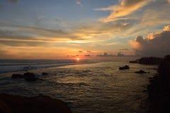 Solnedgång på den sydliga stranden av Sri Lanka Royaltyfria Bilder
