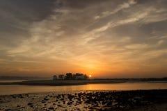 Solnedgång på den Tagus River breda flodmynningen Arkivbilder