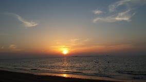 Solnedgång på den Umm Al Quwain stranden - Förenade Arabemiraten Royaltyfria Bilder