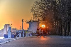 Solnedgång på den västra kajen royaltyfria foton